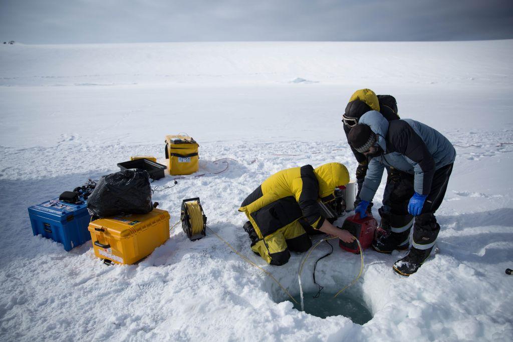 [Obrazek: naukowcy-wierca-dziure-w-lodzie.jpg]