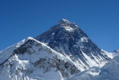 Mount Everest© Blowlandlicencja: Creative Commons